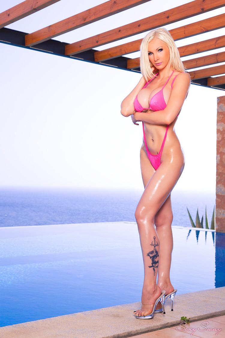 Hot bikini tetas grandes