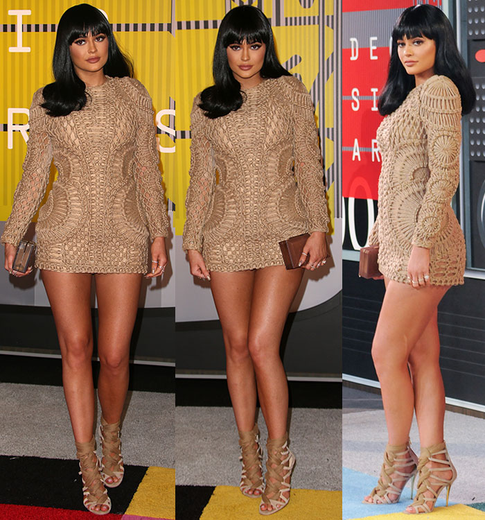 Kylie-Jenner-ini-dress,