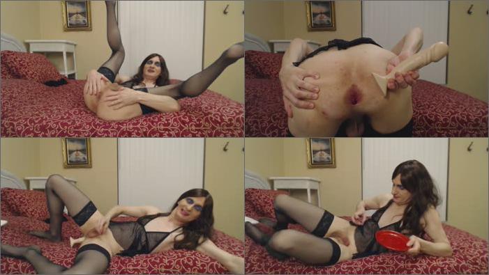 image Susie que xxx spanks her balls