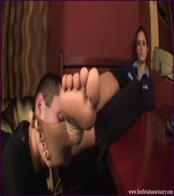 Name: FFS-007 - Mistress Amanda - Sneakers, Socks And Sweaty Feet |