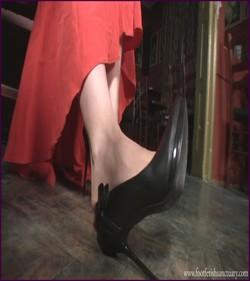 Name: FFS-032 - Mistress Amanda - Dangling At The Bar Table |