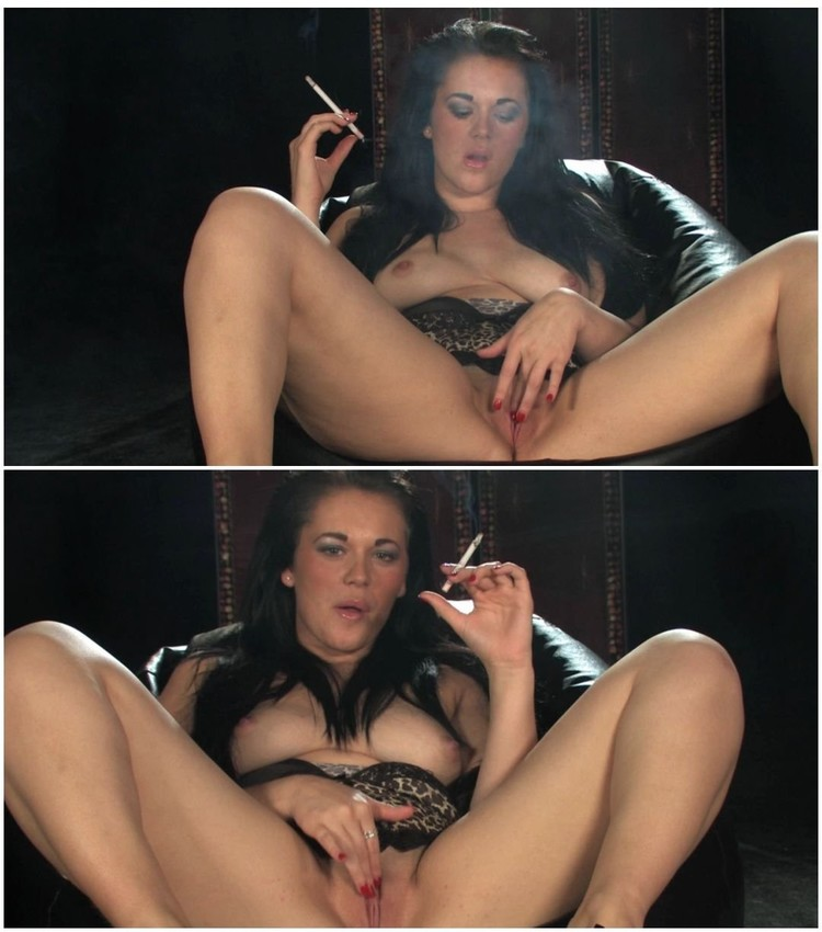 Sophie sweet smoking fetish