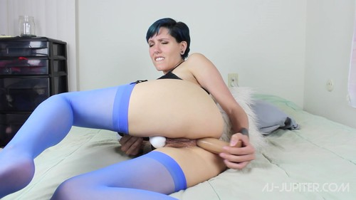 Mom trains her crony039s daughter anal xxx